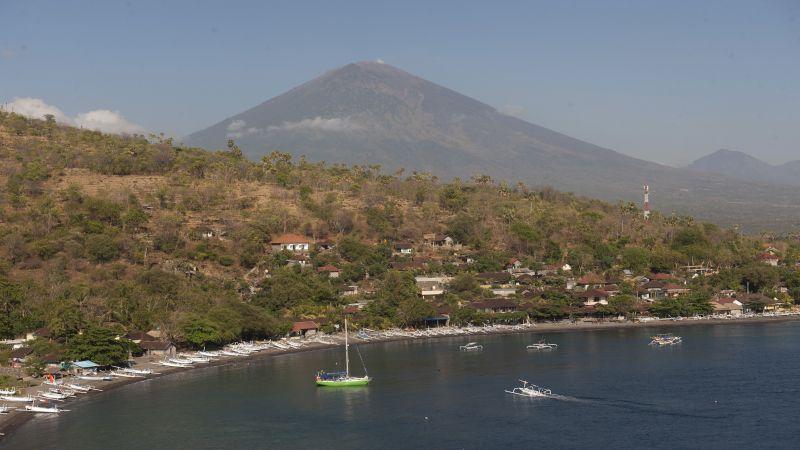 https: img.okeinfo.net content 2017 10 02 340 1786973 syukurlah-pvmbg-sebut-ada-penurunan-jumlah-gempa-gunung-agung-Zm2A6V5tYM.jpg