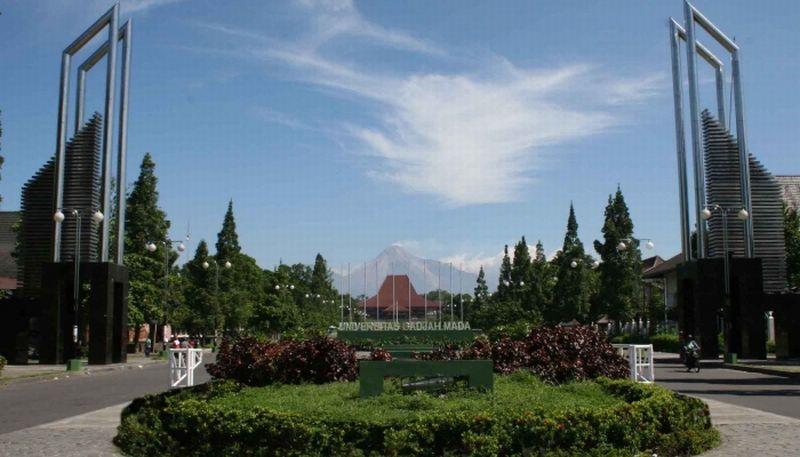 https: img.okeinfo.net content 2017 10 02 65 1787119 wow-14-kampus-raih-predikat-perguruan-tinggi-terbaik-di-indonesia-ugm-sabet-nomor-1-yuHm20gzeS.jpg