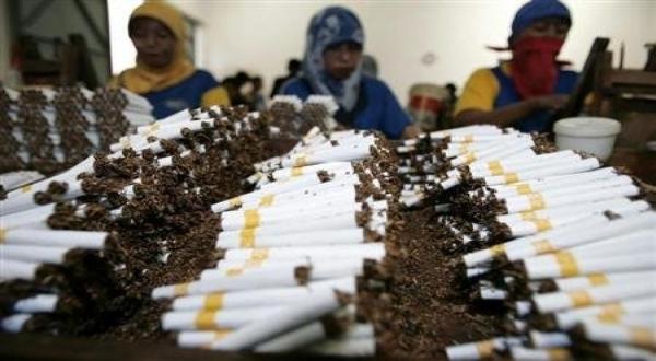 https: img.okeinfo.net content 2017 10 03 337 1788041 sejarah-kretek-di-indonesia-yang-sempat-disebut-rokok-obat-rOZtGlKOXS.jpg