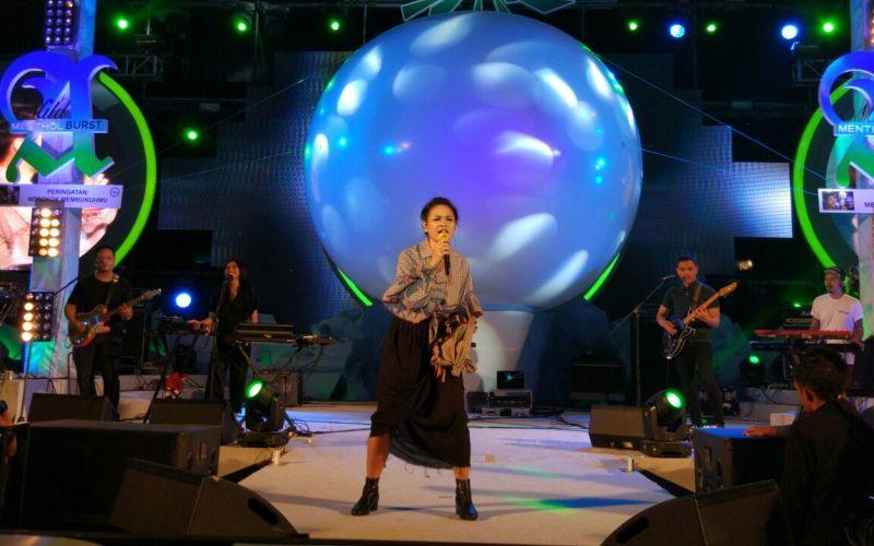 https: img.okeinfo.net content 2017 10 04 205 1788957 kembali-luncurkan-album-indie-andien-ingin-bebas-berkarya-O3QCWLxy63.jpg