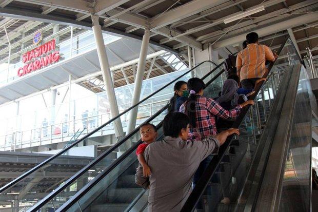 Catat Berikut Jadwal Lengkap Krl Cikarang Jakarta Kota Okezone News