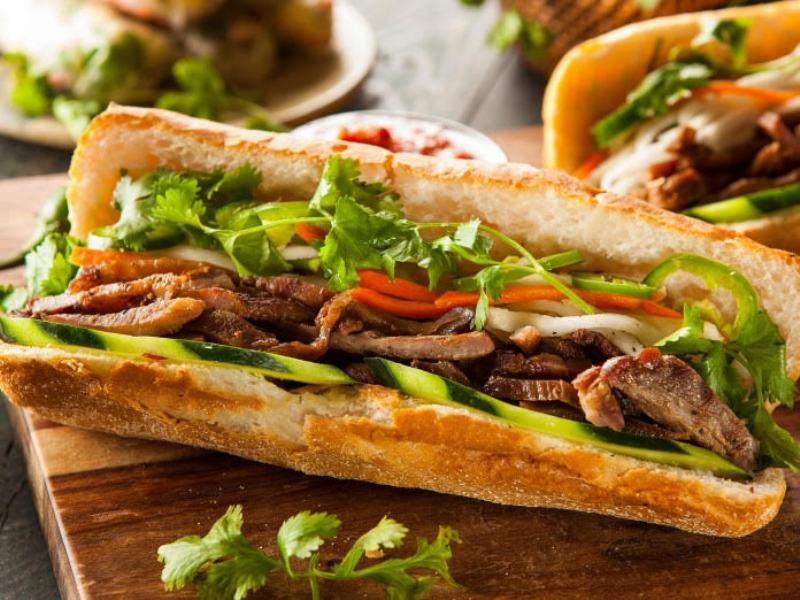 https: img.okeinfo.net content 2017 10 12 298 1794352 walk-wok-banh-mi-sandwich-panjang-nan-lezat-ala-vietnam-dengan-citarasa-perancis-c5EL8mkZ8H.jpg