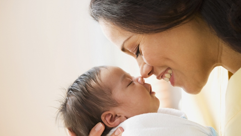 https: img.okeinfo.net content 2017 10 13 196 1795191 yuk-simak-tahapan-belajar-sebagai-new-mom-yang-tak-ada-di-buku-parenting-gaz9BO0VKj.jpg