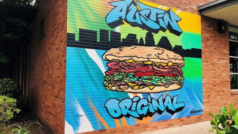 https: img.okeinfo.net content 2017 10 13 298 1794935 miliki-mural-bergambar-sandwich-raksasa-kafe-ini-pecahkan-rekor-dunia-7FfLt4wjHC.jpg