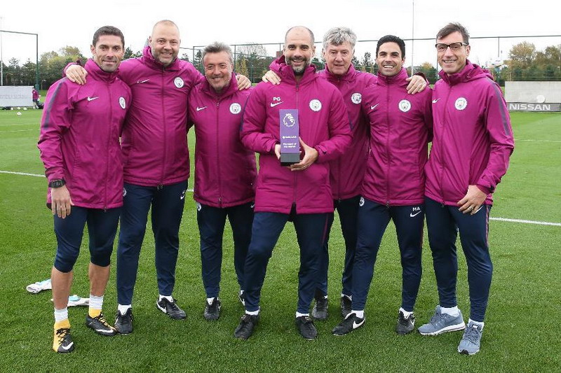 https: img.okeinfo.net content 2017 10 13 45 1794888 manchester-city-tampil-trengginas-pada-september-2017-pep-guardiola-sabet-penghargaan-manager-of-the-month-Nped2NmkR6.jpg