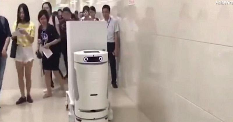 https: img.okeinfo.net content 2017 10 14 56 1795479 unik-rs-di-china-punya-robot-suster-nih-penampakannya-1QlOFqzPfF.jpg