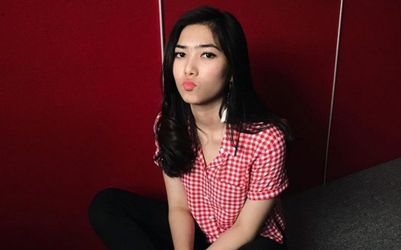 https: img.okeinfo.net content 2017 10 16 33 1796688 foto-pose-bibir-manyun-isyana-sarasvati-malah-bikin-gemas-warganet-ZAVXOyqlx4.jpg