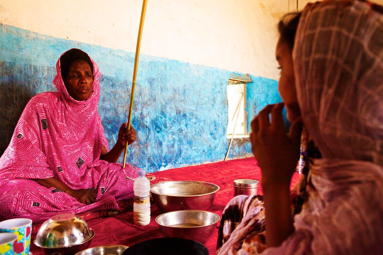 https: img.okeinfo.net content 2017 10 16 406 1796053 tradisi-leblouh-perempuan-mauritania-dipaksa-gemuk-biar-enteng-jodoh-II6kmbNdJt.jpg