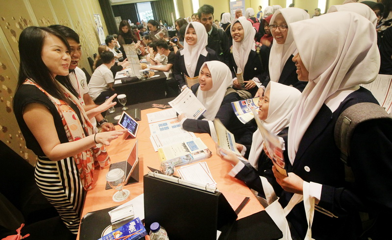 https: img.okeinfo.net content 2017 10 25 196 1802143 wow-jumlah-remaja-indonesia-66-3-juta-jiwa-kekuatan-atau-kelemahan-uKkezYmyxM.jpg