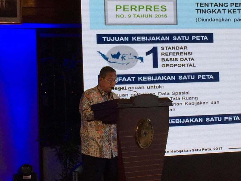 https: img.okeinfo.net content 2017 10 26 470 1802738 catat-menko-darmin-kebijakan-satu-peta-sangat-krusial-dan-urgent-bagi-indonesia-bsygfP4U5V.jpg