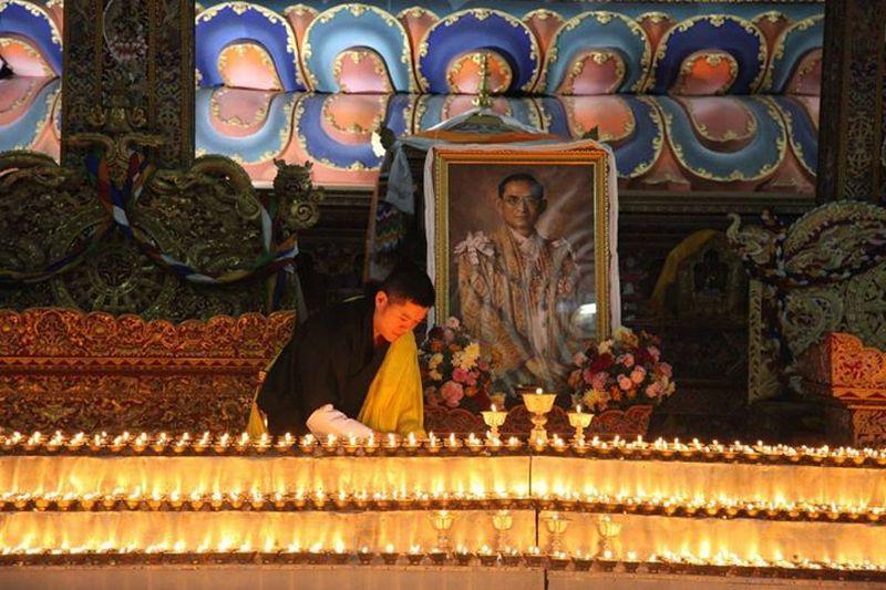 https: img.okeinfo.net content 2017 10 27 18 1803269 beri-penghormatan-terakhir-untuk-raja-bhumibol-raja-bhutan-datang-ke-thailand-uHquMy11MI.jpg