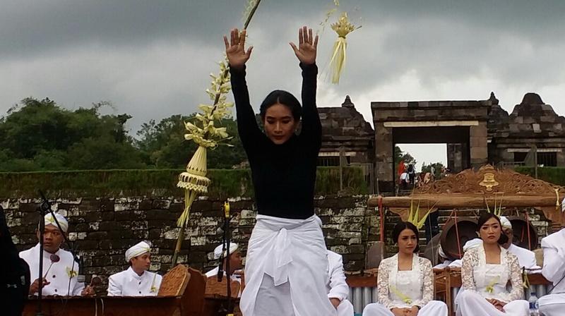 https: img.okeinfo.net content 2017 10 27 33 1803697 gunung-agung-berstatus-awas-happy-salma-deg-degan-0gD6PiLn9M.jpg
