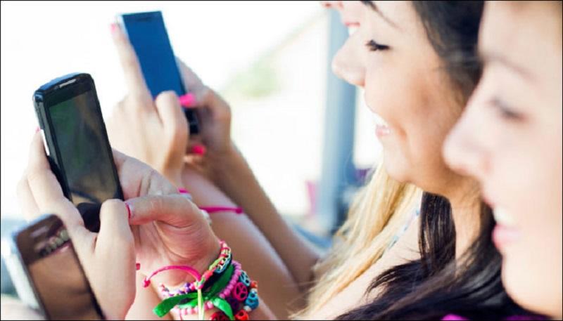 https: img.okeinfo.net content 2017 10 30 481 1804911 studi-batasi-penggunaan-smartphone-2-jam-sehari-pada-remaja-tidur-jadi-lebih-nyenyak-8j2v8FGDtI.jpg