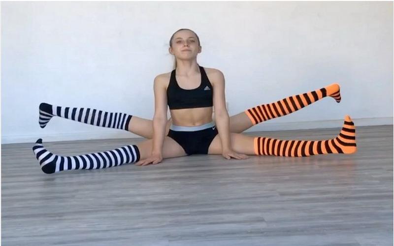 https: img.okeinfo.net content 2017 10 31 481 1805957 viral-video-remaja-kembar-lakukan-yoga-akrobatik-saat-tangannya-patah-EwcK3zoJBz.jpg
