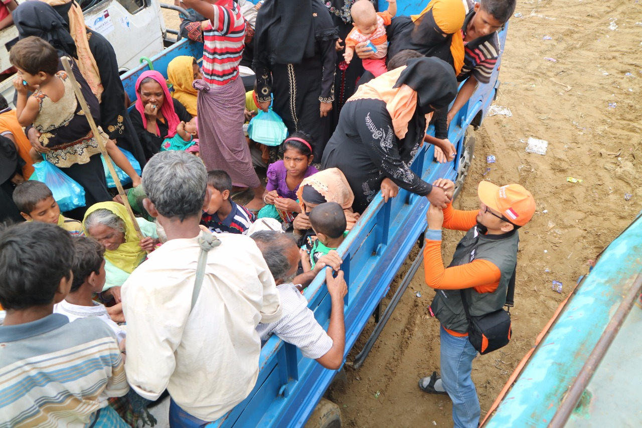 https: img.okeinfo.net content 2017 11 02 18 1807207 mengungsi-di-imigrasi-teknaf-bangladesh-begini-kondisi-terkini-etnis-rohingya-NxkCDtnVe9.jpg