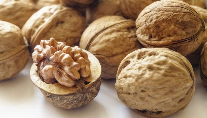 https: img.okeinfo.net content 2017 11 02 481 1807025 cari-camilan-sehat-ngemil-walnut-bantu-kurang-risiko-diabetes-kardiovaskular-hingga-kanker-V78pY1dbah.jpg