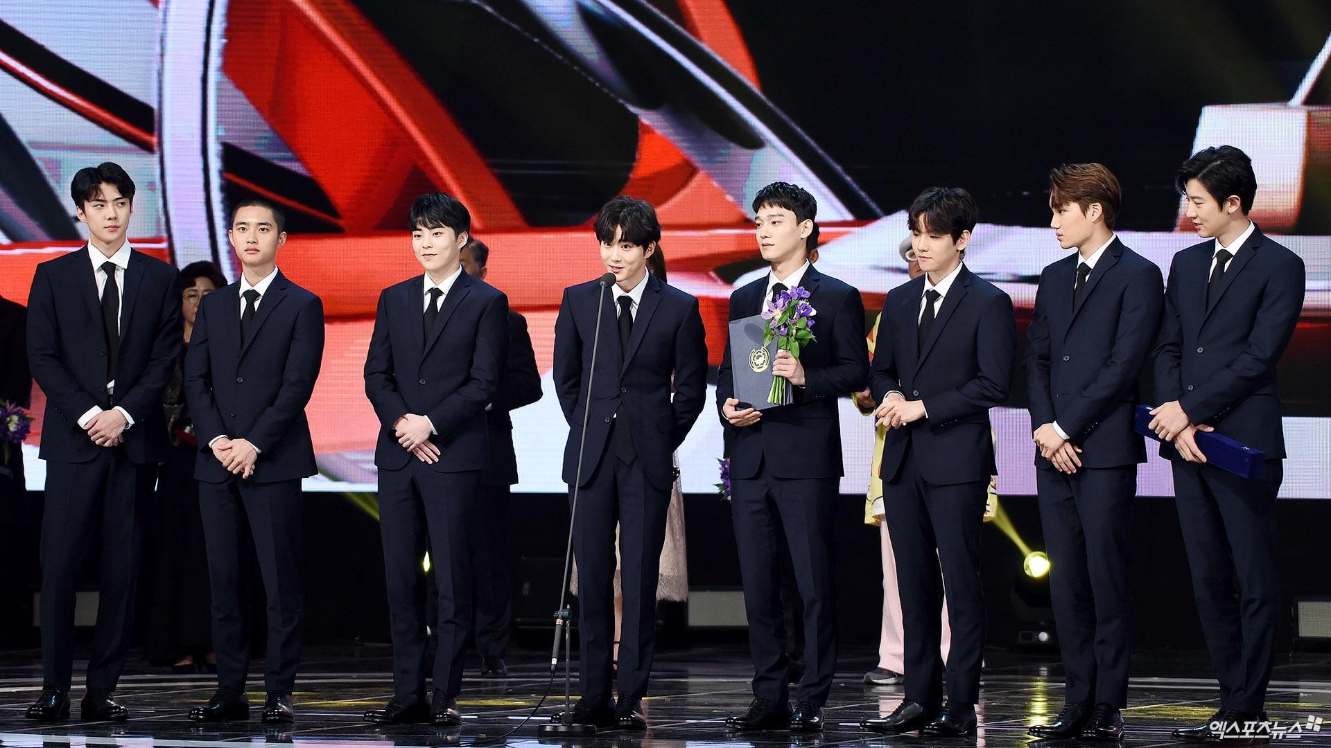https: img.okeinfo.net content 2017 11 04 33 1808460 exo-park-bo-gum-park-bo-young-raih-penghargaan-di-korean-popular-culture-arts-awards-2017-zcKHMn7ug9.jpg