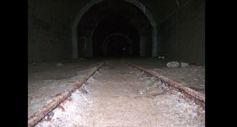 https: img.okeinfo.net content 2017 11 05 18 1808837 okezone-story-kekurangan-dana-akibat-perang-dunia-ii-25-terowongan-buatan-pasukan-jerman-di-jersey-tak-pernah-selesai-dibangun-ZaiuD1Ledv.jpg