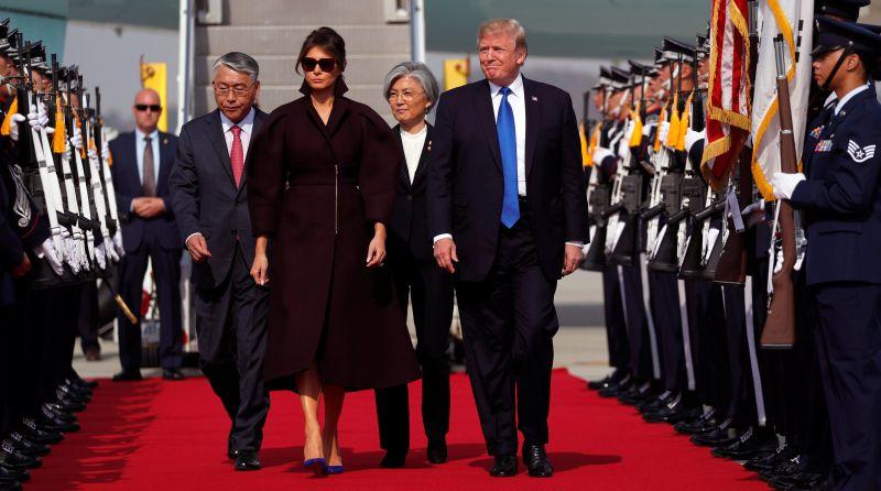 https: img.okeinfo.net content 2017 11 07 18 1809743 tiba-di-korsel-trump-masih-usung-isu-krisis-nuklir-korea-utara-OmBcEY5erY.jpg