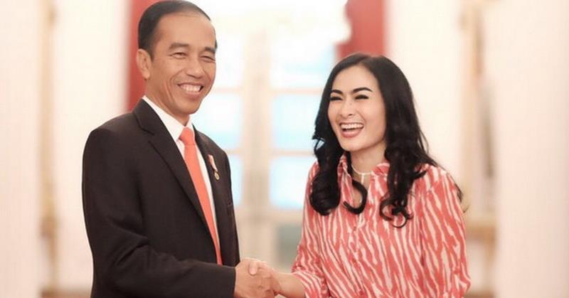 https: img.okeinfo.net content 2017 11 09 33 1811426 tolak-undangan-putri-presiden-jokowi-iis-dahlia-bantah-dirinya-sombong-aYvlfetf17.jpg