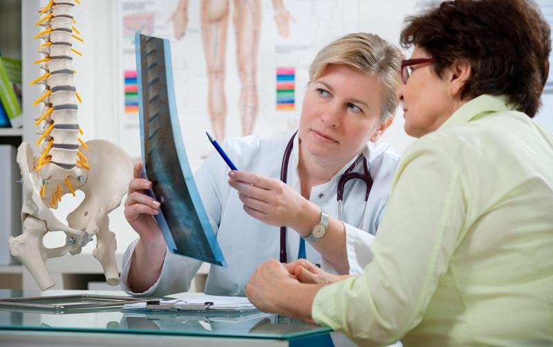 https: img.okeinfo.net content 2017 11 10 481 1811895 pernah-jatuh-atau-patah-tulang-sewaktu-muda-lebih-besar-kemungkinan-untuk-menderita-osteoporosis-di-hari-tua-Yl7QqivaPY.jpg