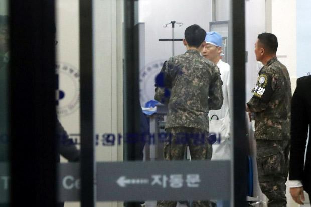 https: img.okeinfo.net content 2017 11 14 18 1813700 duh-tentara-korut-yang-dihujani-tembakan-karena-membelot-dalam-kondisi-kritis-BEE0SO8NwK.jpg