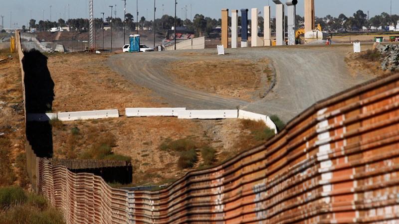 https: img.okeinfo.net content 2017 11 14 18 1813911 dokumen-rencana-proyek-tembok-perbatasan-as-meksiko-bocor-ini-isinya-dFw5qFsGiP.jpg