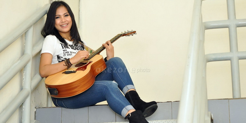 https: img.okeinfo.net content 2017 11 14 33 1813958 cerita-ghaitsa-kenang-punya-gitar-kesayangan-berkat-rising-star-indonesia-A4GYkhpywi.jpg