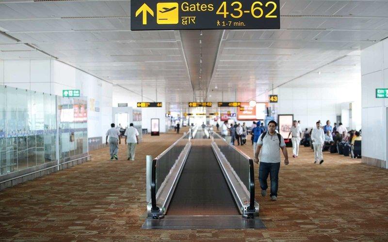 https: img.okeinfo.net content 2017 11 14 406 1814075 kenapa-di-bandara-selalu-ada-lantai-yang-dipasang-karpet-ternyata-ini-alasannya-F8tNTCKRVy.jpg
