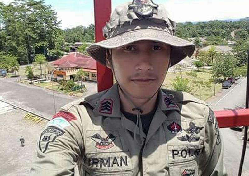 https: img.okeinfo.net content 2017 11 15 340 1814274 2-anggota-brimob-yang-tertembak-kkb-papua-sedang-patroli-di-wilayah-mile-69-07i5ZxFHv0.jpg