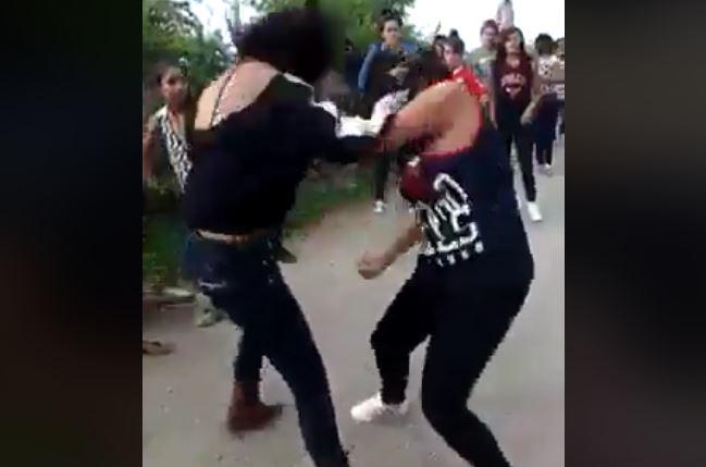 https: img.okeinfo.net content 2017 11 15 340 1814326 viral-4-remaja-perempuan-duel-di-jalanan-gara-gara-rebutan-sepeda-t9zPDnxbrS.JPG