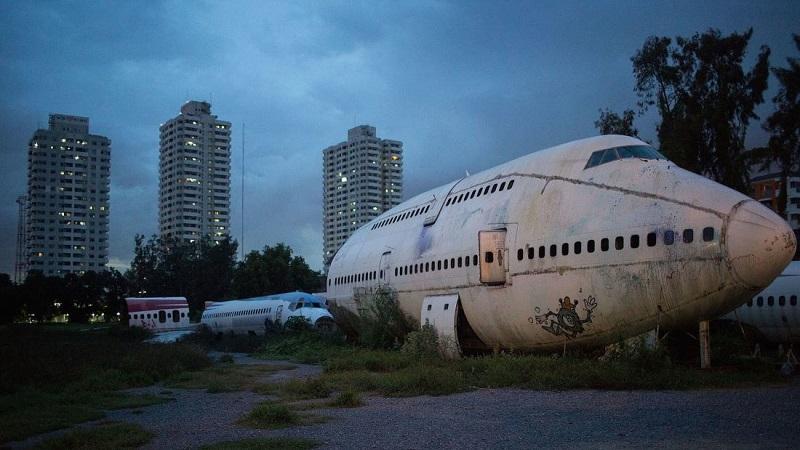 https: img.okeinfo.net content 2017 11 15 406 1814278 memprihatinkan-keluarga-tunawisma-ini-jadikan-bangkai-pesawat-sebagai-rumah-qa6ZfRPdZA.jpg