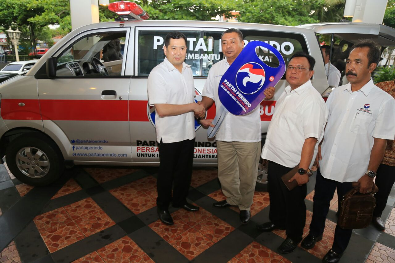 https: img.okeinfo.net content 2017 11 15 510 1814733 salurkan-mobil-ambulans-ke-yogyakarta-hary-tanoe-kita-membantu-membangun-masyarakat-HI5lk0tsLR.jpg