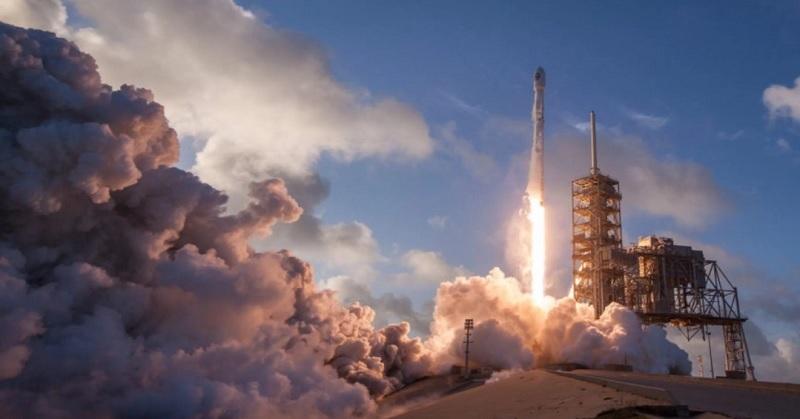 https: img.okeinfo.net content 2017 11 18 56 1816388 spacex-sempat-tunda-peluncuran-pesawat-antariksa-zuma-kenapa-EKme5B2Hi1.jpg