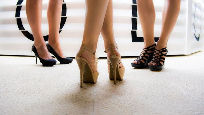 https: img.okeinfo.net content 2017 11 22 196 1818561 memahami-kepribadian-wanita-dilihat-dari-leher-pinggang-hingga-kakinya-GrHNWskt0F.jpg