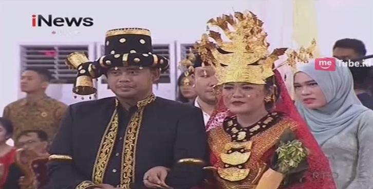 https: img.okeinfo.net content 2017 11 25 194 1820370 pesta-resepsi-pernikahan-adat-mandailing-kahiyang-ayu-cantik-pakai-kebaya-merah-igq9dNDerf.jpg