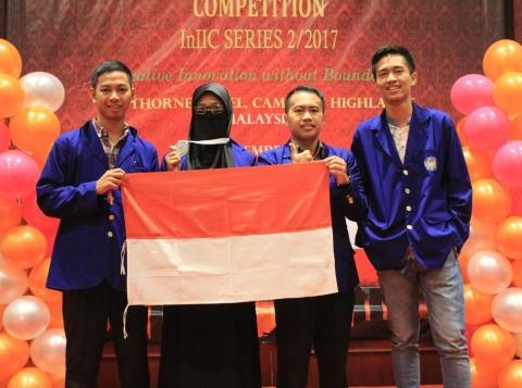 https: img.okeinfo.net content 2017 11 29 65 1822561 ciptakan-alat-pengering-padi-mahasiswa-indonesia-raih-prestasi-di-malaysia-sJEOzs9yzP.jpg