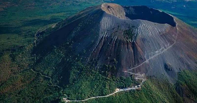 https: img.okeinfo.net content 2017 12 01 56 1823774 techno-of-the-week-5-gunung-paling-berbahaya-hingga-hewan-dengan-mangsa-tak-biasa-xUVWso8Xr1.jpg