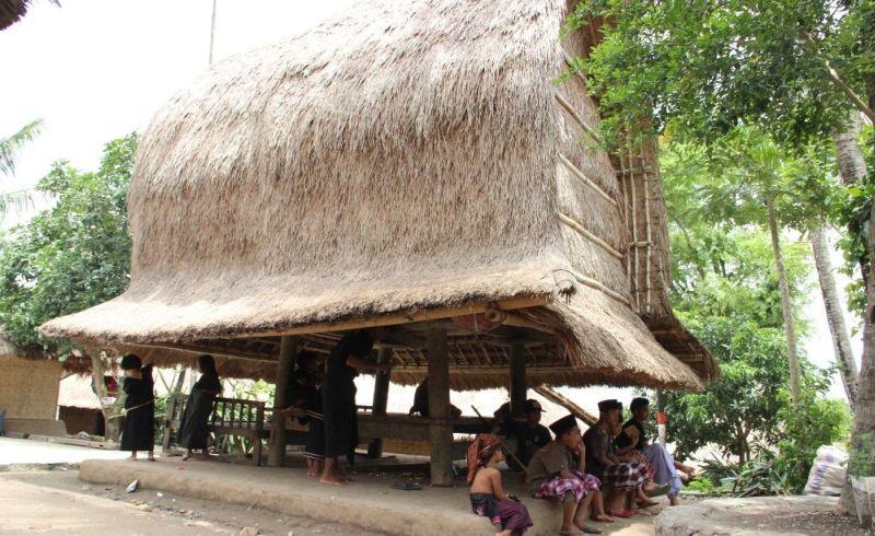 https: img.okeinfo.net content 2017 12 03 406 1824358 desa-ende-warisan-budaya-dunia-di-kawasan-wisata-mandalika-rcZOpdXVQj.jpg