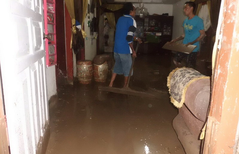 https: img.okeinfo.net content 2017 12 04 340 1824877 banjir-bandang-landa-6-kecamatan-di-aceh-tamiang-Cr8lqxbhaT.jpg