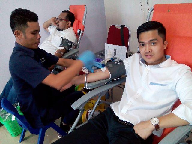 https: img.okeinfo.net content 2017 12 06 340 1826094 targetkan-100-kantong-partai-perindo-gelar-donor-darah-di-pekanbaru-aYqSzFZaGu.jpg