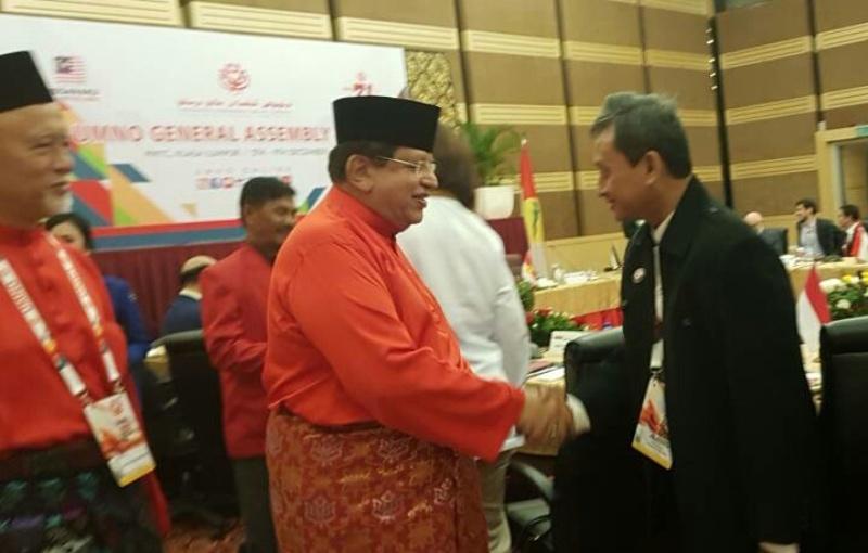 https: img.okeinfo.net content 2017 12 07 18 1826811 partai-perindo-hadiri-perhimpunan-agung-umno-jelang-pemilu-malaysia-jAc0dUEw0V.jpeg