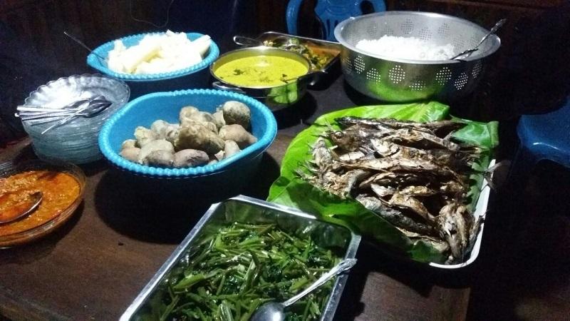 Sensasi Berwisata Kuliner Khas Manado Di Puncak Bukit De Corlano