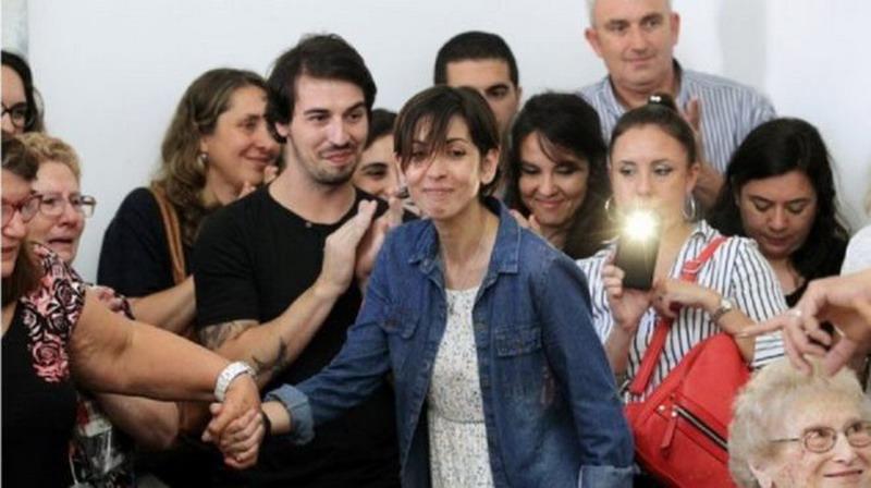 https: img.okeinfo.net content 2017 12 08 18 1827315 diculik-junta-militer-saat-bayi-perempuan-argentina-bertemu-keluarganya-setelah-40-tahun-uFrg7EDEB8.jpg