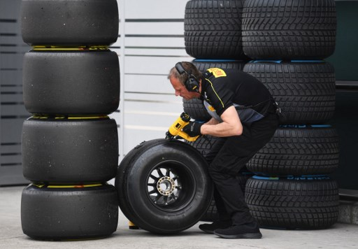 https: img.okeinfo.net content 2017 12 08 37 1827097 ciptakan-2-ban-baru-musim-2018-pirelli-berikan-jaminan-kepada-seluruh-pembalap-f1-jSheWQXhtY.jpg