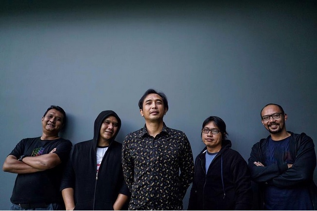 https: img.okeinfo.net content 2017 12 13 205 1829654 tiga-band-lawas-90an-ini-siap-comeback-tahun-depan-YMYVoeTFYc.jpg