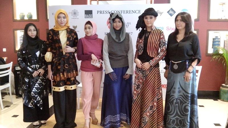 https: img.okeinfo.net content 2017 12 14 194 1830128 desainer-indonesia-akan-kenalkan-kain-nusantara-di-milan-italia-9AeI87fehY.jpg
