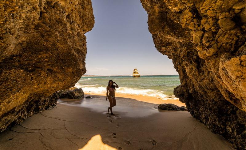 https: img.okeinfo.net content 2017 12 14 406 1830243 daftar-5-pantai-terbaik-dunia-yang-harus-dikunjungi-pada-2018-TOM1xDI4vH.jpg