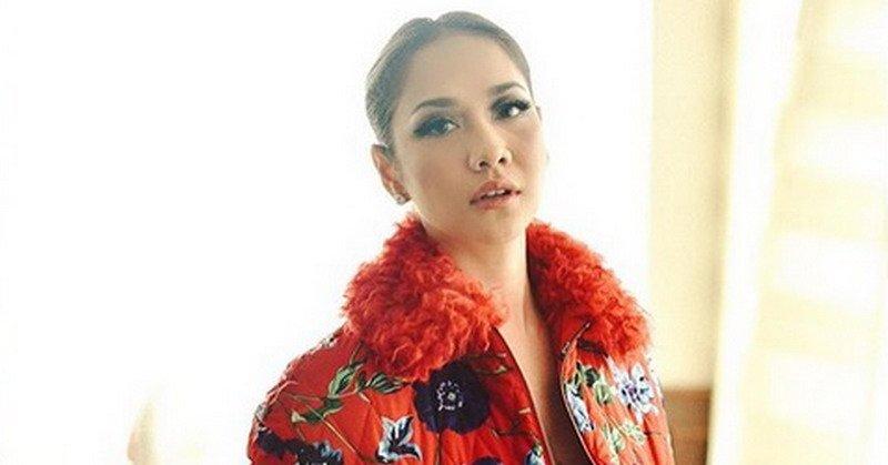 https: img.okeinfo.net content 2017 12 14 598 1830355 indonesian-idol-2017-bunga-citra-lestari-tidak-berikan-kritik-yang-menyinggung-peserta-ZAy8XZ2yqC.jpg