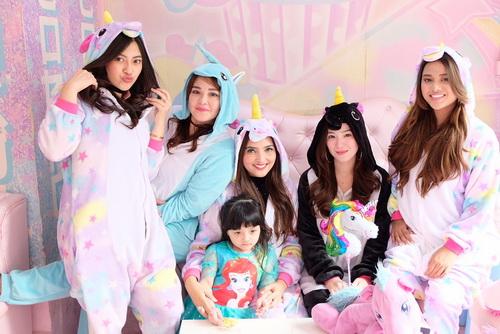 https: img.okeinfo.net content 2017 12 15 33 1830684 lucunya-pesta-ultah-arsy-anang-dan-ashanty-pakai-kostum-unicorn-hingga-tamu-mirip-artis-k-pop-VFDuVnhMa7.jpg